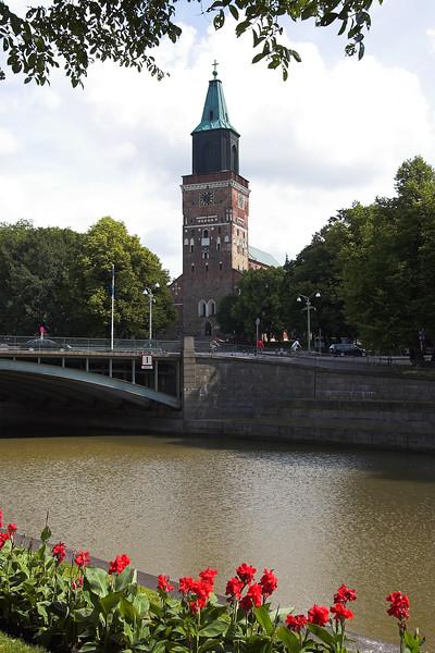 Catedral de Turku y rio Aurajoki