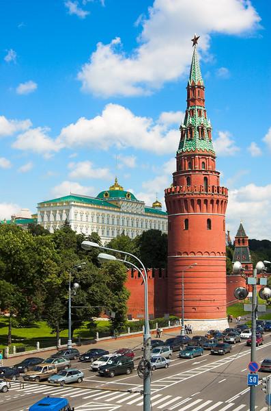 Torre Vodovzvodnaya y Gran Palacio del Kremlin