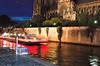 Barco en frente de la Catedral