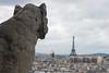 Gárgola mirando la Torre Eiffel