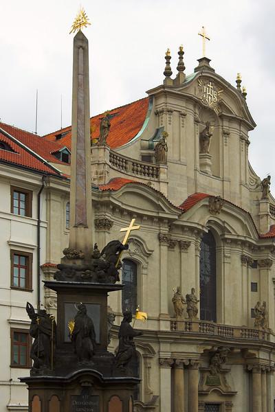 Obelisco y Catedral de San Nicolás