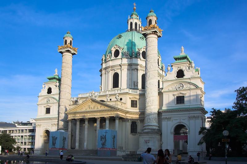 Karlskirche (Iglesia de Carlos)