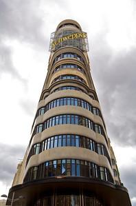 El edificio Capitol, con el archiconocido anuncio de Schweppes.