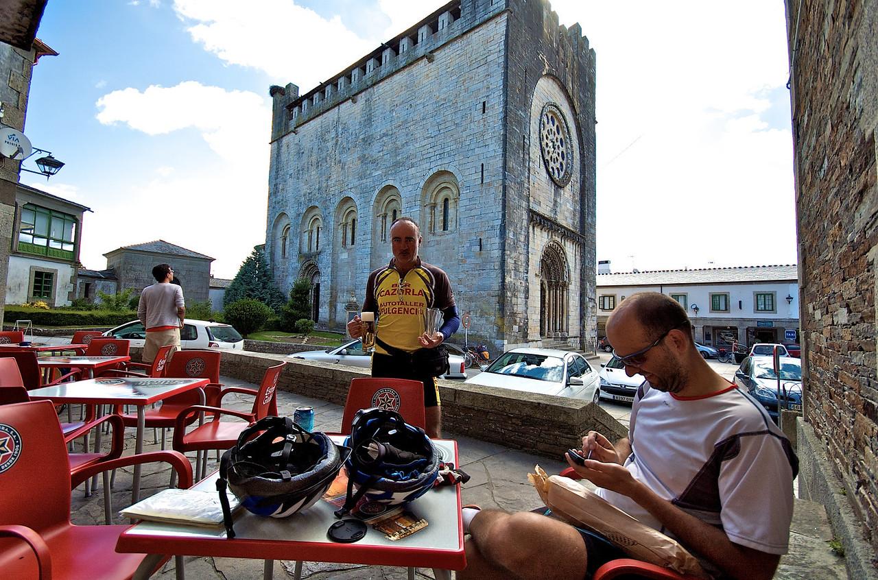 Desayuno en Portomarín, esta fue una de las etapas más bonitas para recorrer en bici.