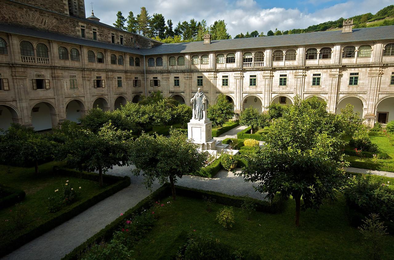 Uno de los dos claustros del monasterio.