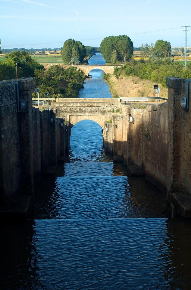 Entramos en Palencia, esta es una esclusa del  Canal de Castilla, ya en Frómista.