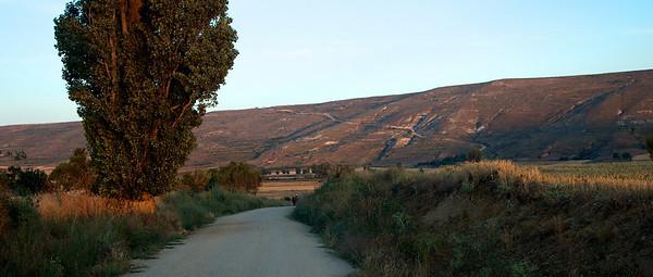Etap 5: Castrojeriz - Sahagún (85 km) Para empezar el día, la cuesta de Mostelares, una rampa con buen desnivel muy mantenido que había que afrontar con energía.