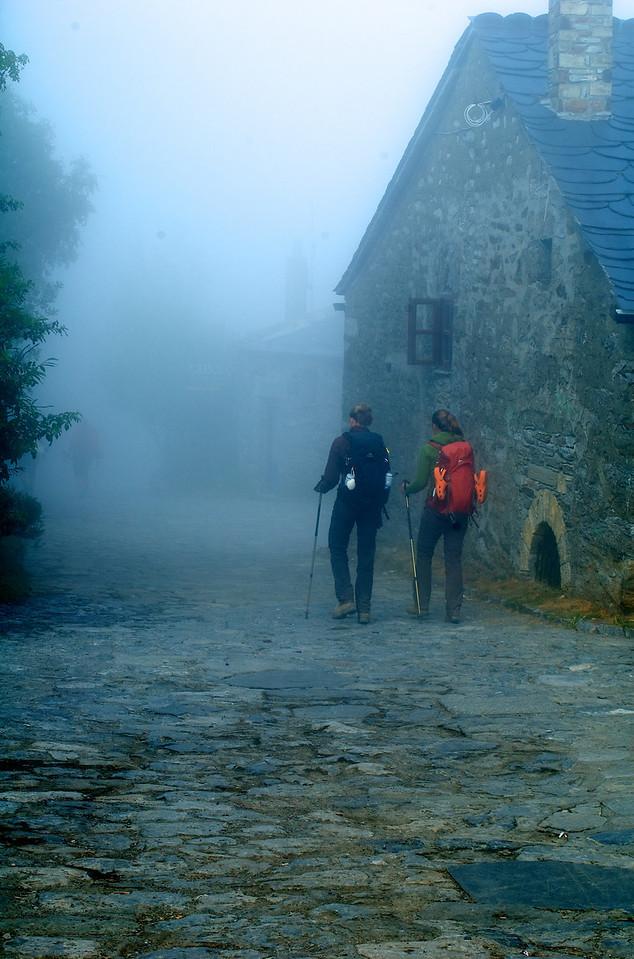 Etapa 8: Villafranca del Bierzo - Samos (64 km) Etapa dura, incluso muy dura, pero inolvidable. Subida a O Cebreiro, entrada en Galicia, 600 m de desnivel en 7 kilómeros de rampas del 14 y hasta el 20%. Inolvidable, emocionante, Galicia. En mi cabeza desde el día en que el viaje se empezó a planear.