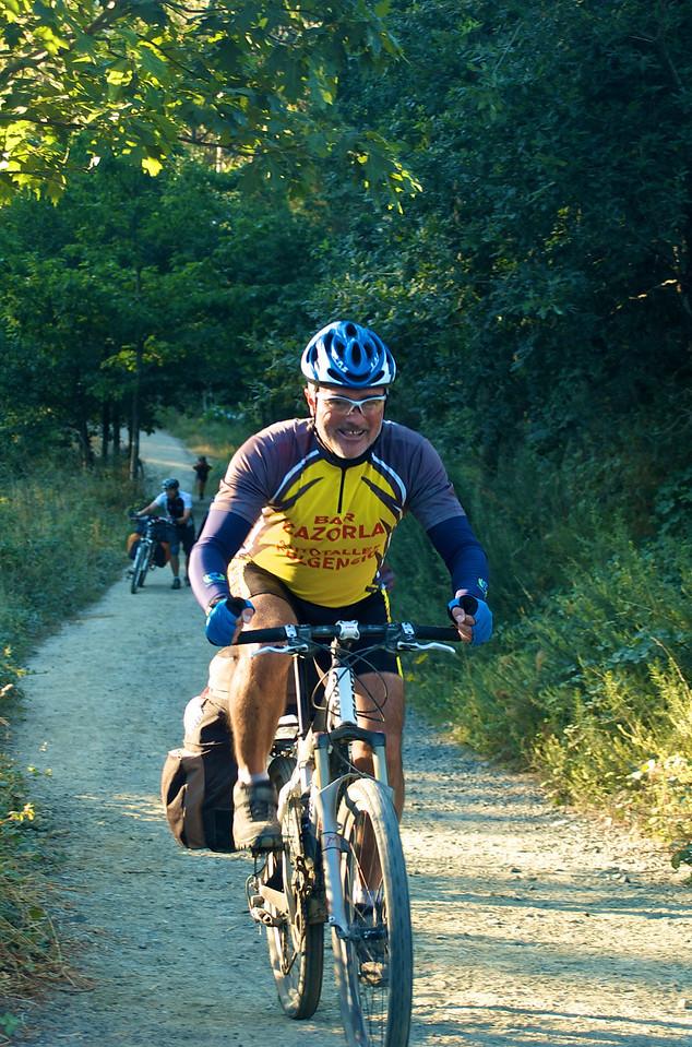 Etapa 10: Melide - Santiago de Compostela (57 km). La última etapa, decir que la bici pedaleaba sola sería decir mucho, porque fue una etapa muy bonita pero con constantes rompepiernas.