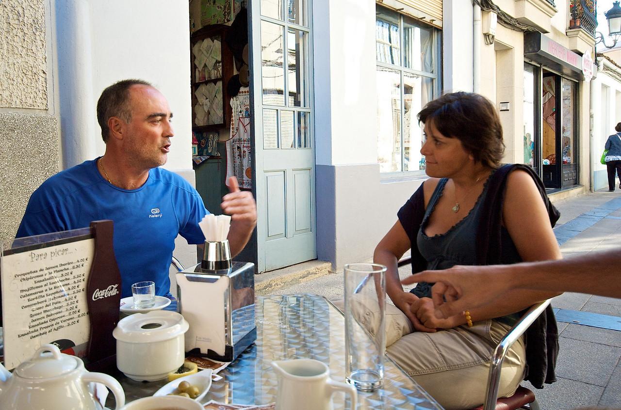 Jorge y Kinga, francesa que conocímos esa tarde y que llevaba 34 días caminando desde Le Puy.