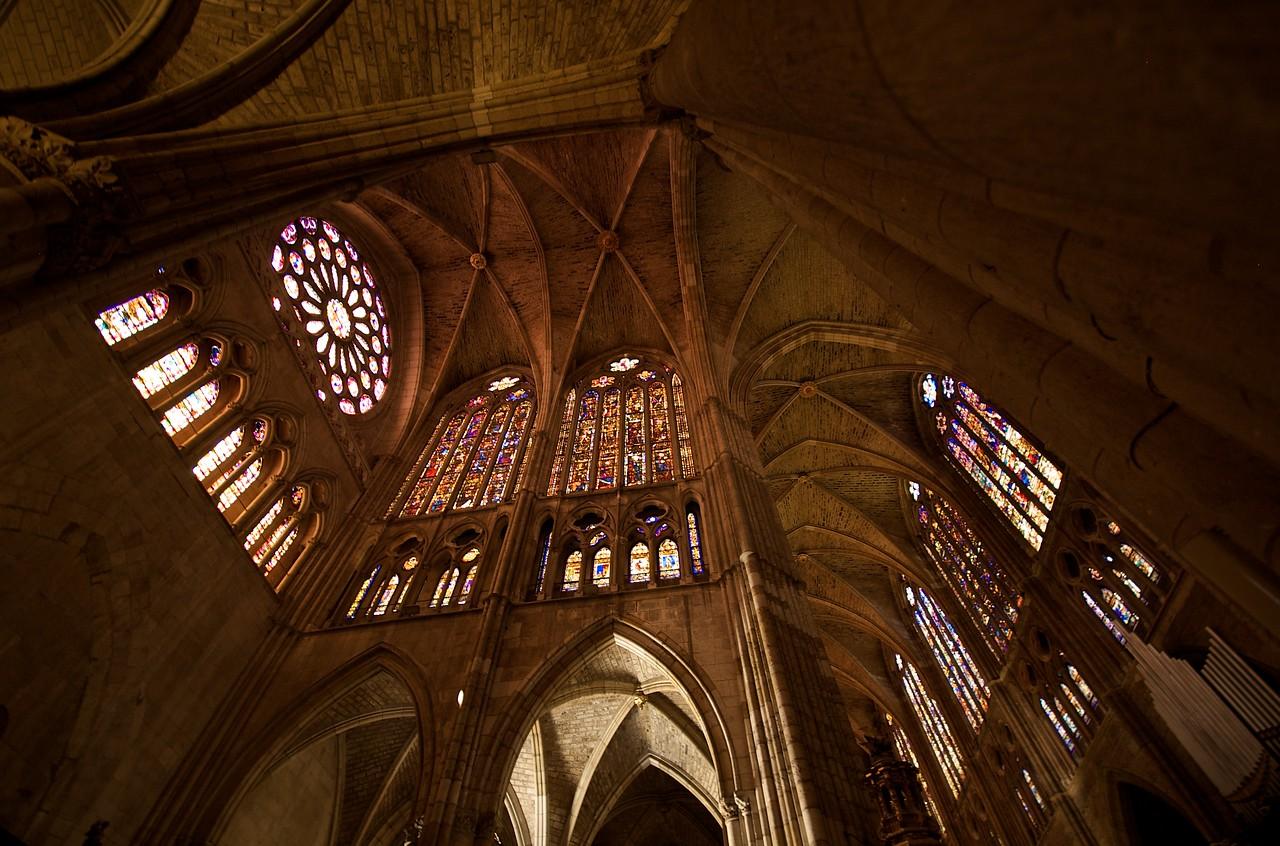 Interior de la catedral, sus vidrieras son una joya.