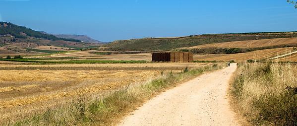 Etapa 3: Logroño - Belorado (77 km) Seguimos en La Rioja. Etapa bastante calurosa y algo pesada, con un paisaje muy uniforme y una parada de dos horas en Nájera por un problema mecánico.