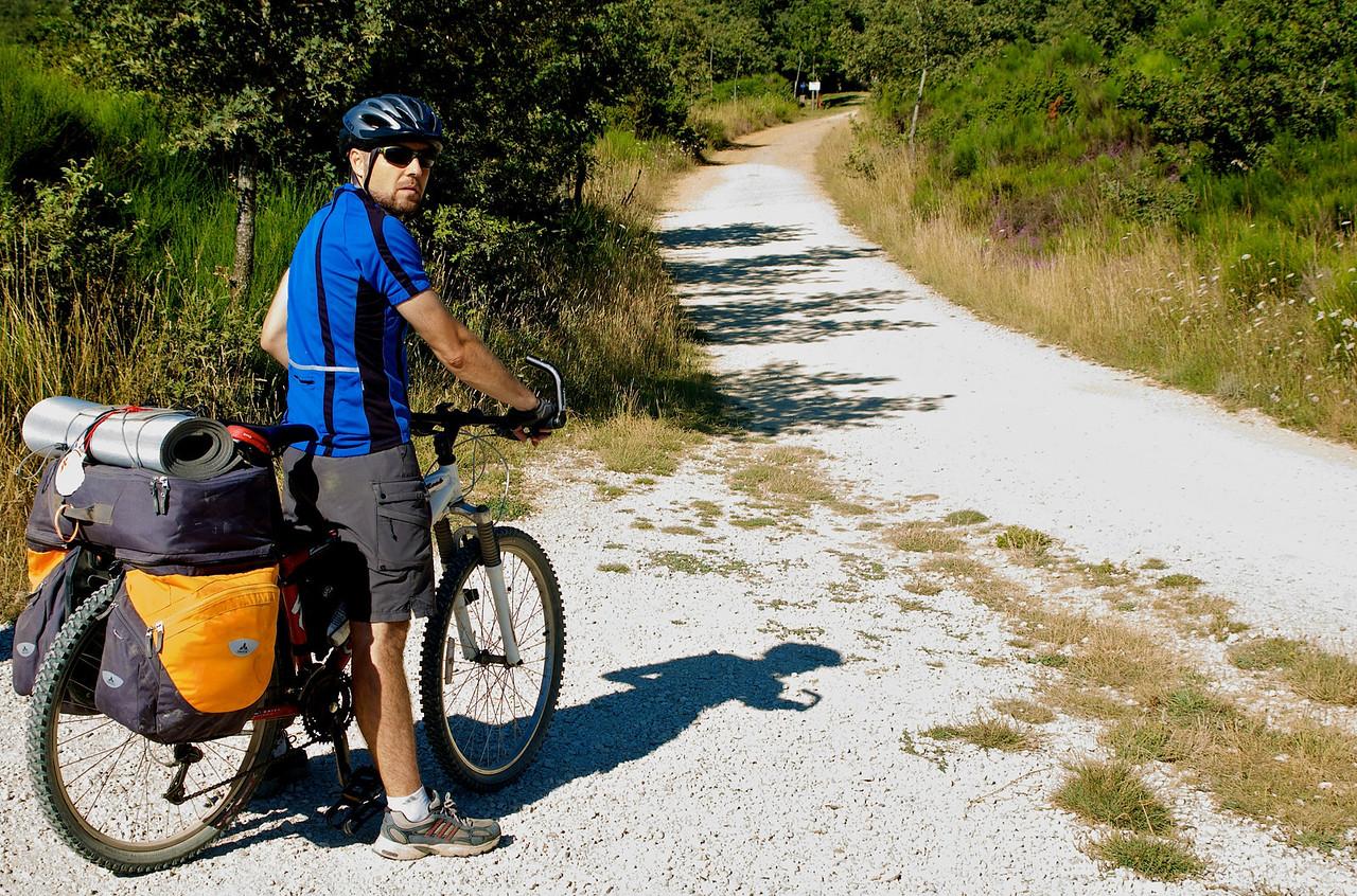 Etapa 4: Belorado - Castrojeriz (95 km) Otra etapa larga, con subida a los montes de Oca, aqui ya cogiendo altura poco a poco.