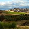 Etapa 2: Pte. La Reina - Logroño (75 km).<br /> Una preciosa vista de la llegada a Cirauqui, con Quique y Fer pedaleando. Esta es una de las que más me gustan.