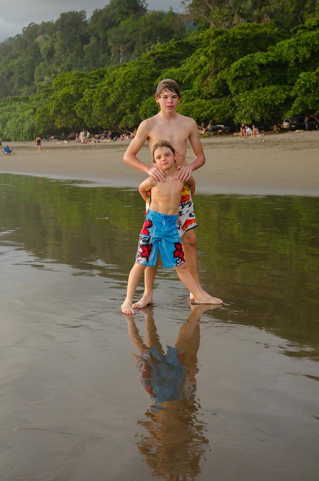 Alfonso y Max en Playa Hermosa.