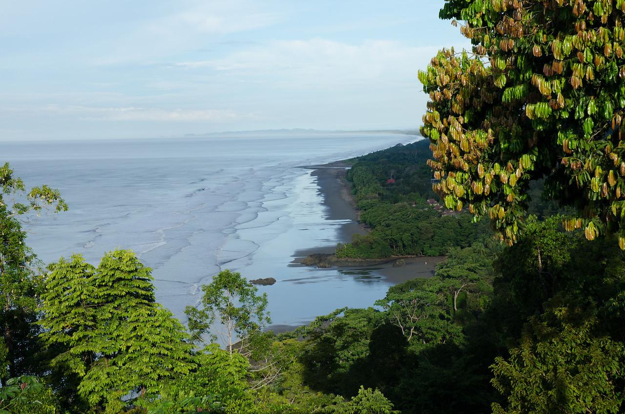 Desde la terraza del hotel Punta Gabriela, en Dominical. Inmensa playa, disfrute total.