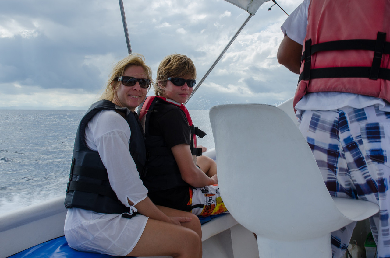 Navegando hacia la Isla de los Caños.