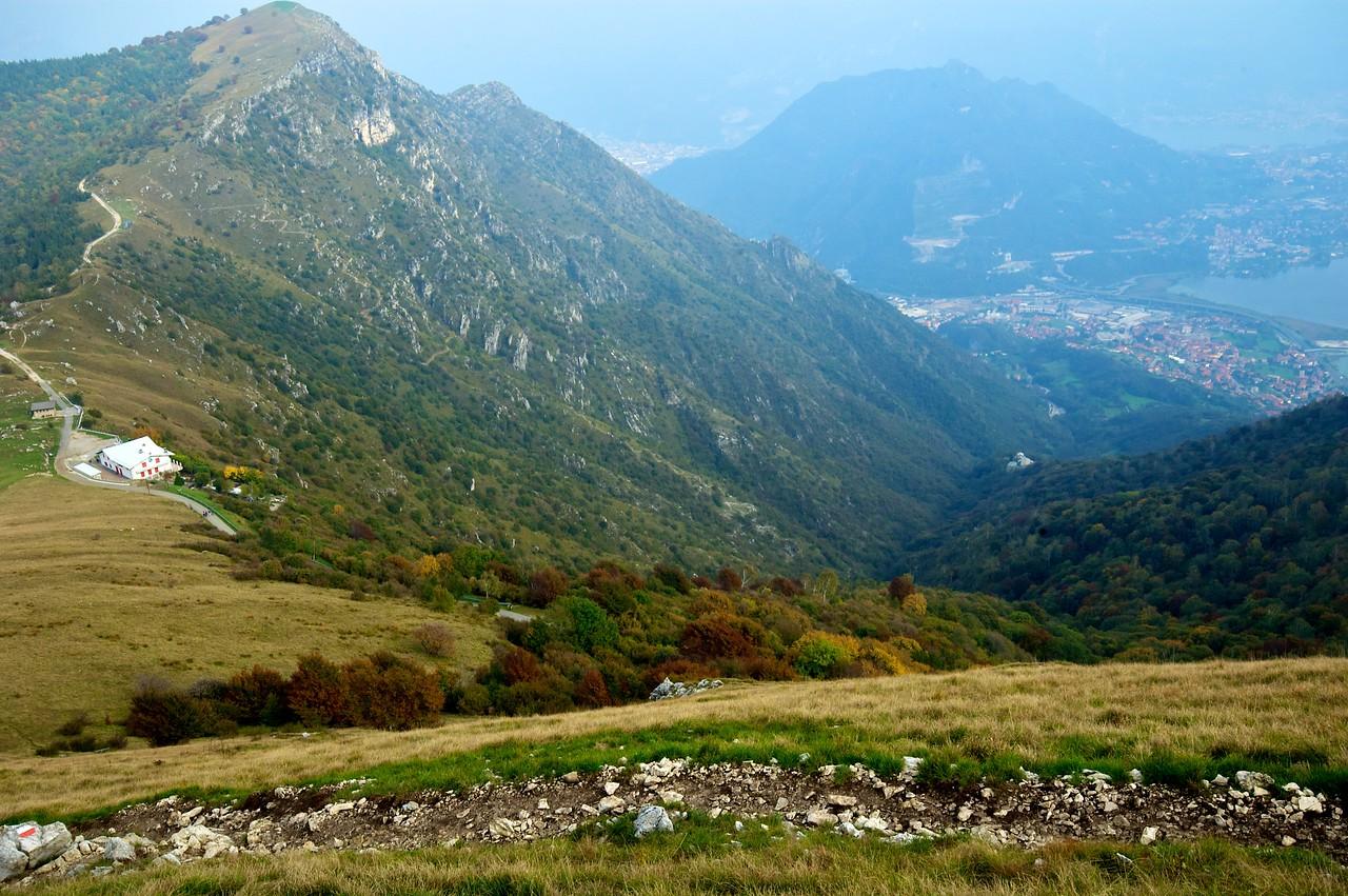 Para bajar utilizamos el camino que serpentea por la ladera.