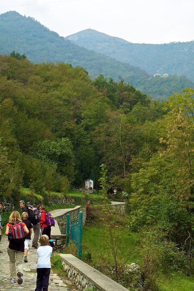 Excursión al Cornizzolo. La cruz que se ve allá en lo alto.