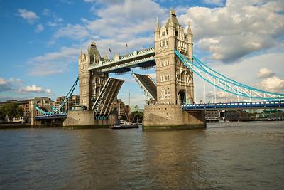 Tower Bridge abierto. Por pura casualidad andábamos por allí.