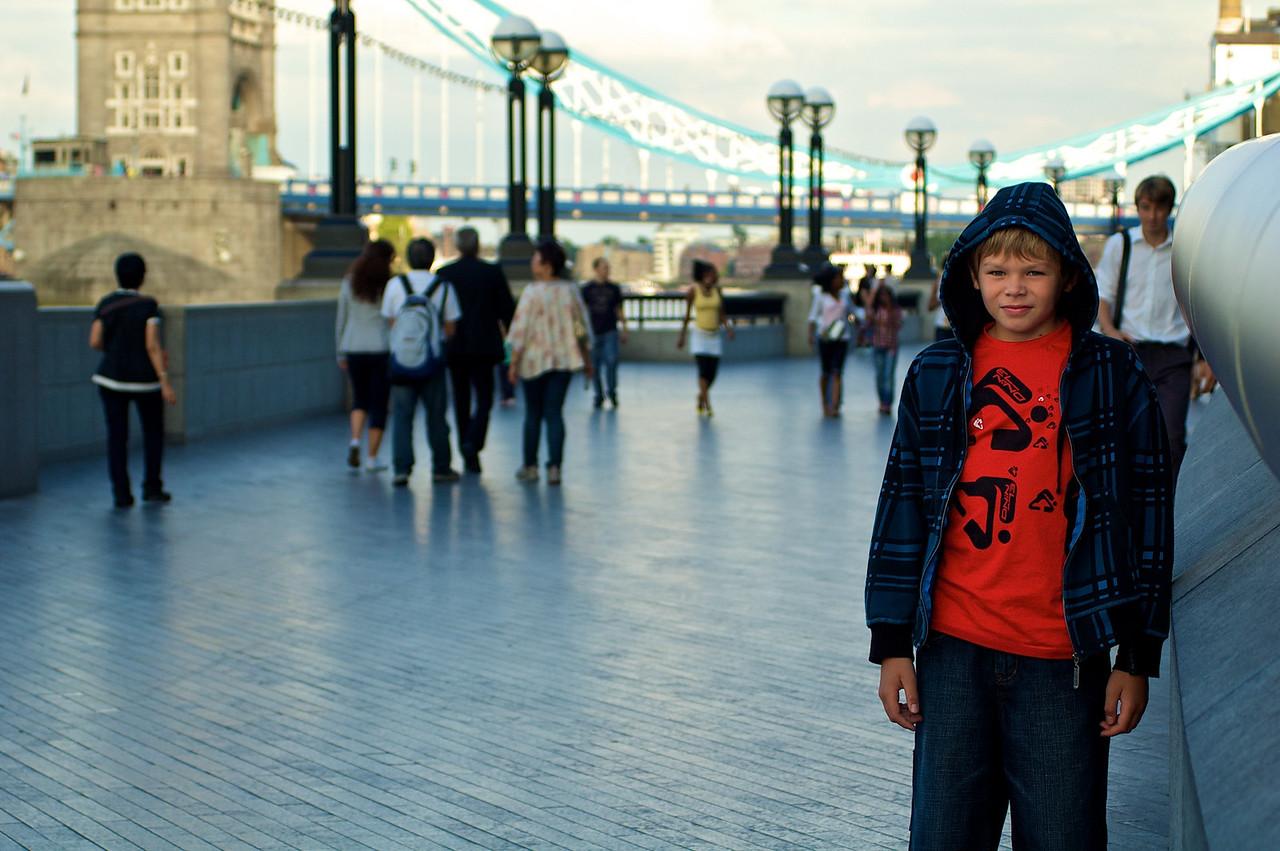 Al fondo, Tower Bridge.