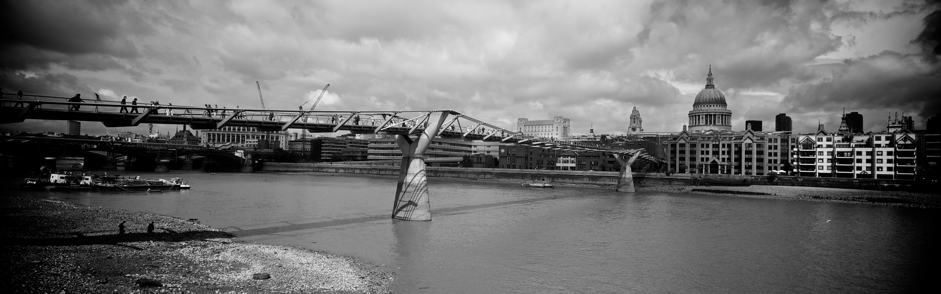 Millenium Bridge. Marea baja.