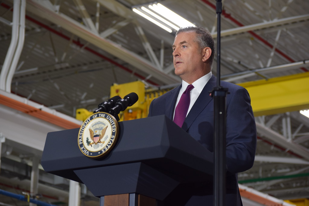 . American Axle CEO David Dauch introduces Vice President Mike Pence during his visit to American Axle and Manufacturing in Auburn Hills, Mich., on Thursday, Sep. 28, 2017. Pence spoke about the tax reform proposal developed by the Trump Administration and the House Ways and Means Committee and the Senate Finance Committee. (Mark Cavitt/The Oakland Press)