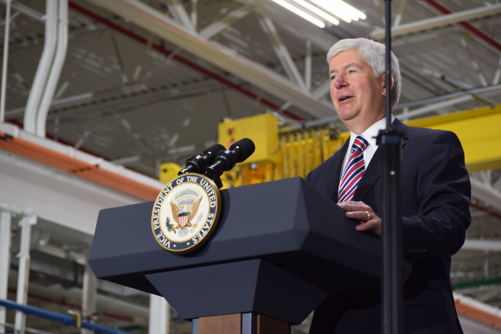 . Gov. Rick Snyder introduces Vice President Mike Pence during his visit to American Axle and Manufacturing in Auburn Hills, Mich., on Thursday, Sep. 28, 2017. Pence spoke about the tax reform proposal developed by the Trump Administration and the House Ways and Means Committee and the Senate Finance Committee. (Mark Cavitt/The Oakland Press)
