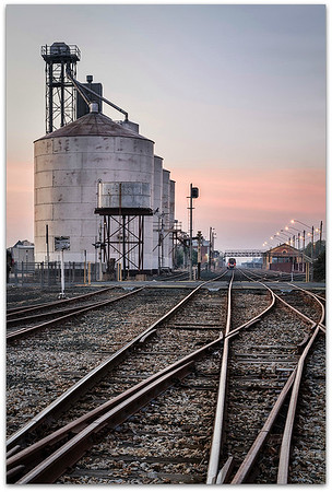Silos and station Echuca