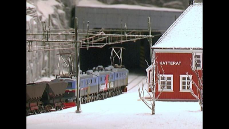 """Music video: Groms plass - """"Den Gråe Elva"""" Katterat st H0 Infomine (5:00 min.)"""