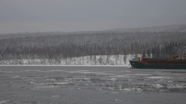Sannasundet på vintern -  A ship moves through ice floes on a river