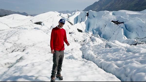 cryoconite_hole_matanuska_glacier