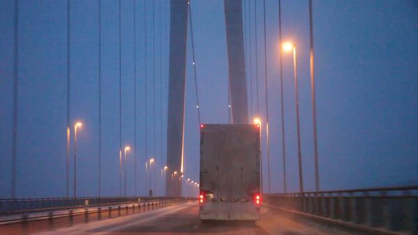 Bilfärd över Högakustenbron -  Driving behind a truck over a bridge on a foggy winter evening