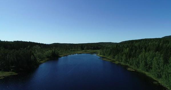 Bodsjön från ovan -  Aerial: 90 degrees pan over water to the footbridge traversing the lake