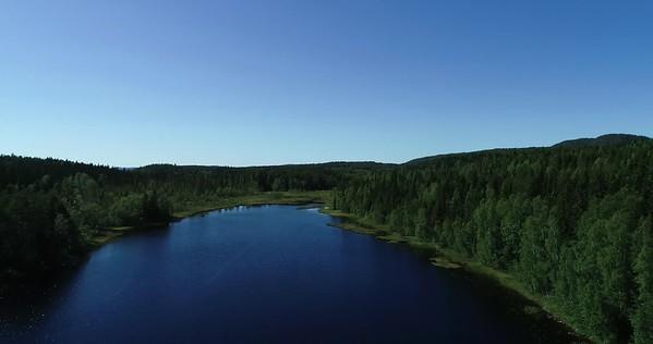Bodsjön från ovan -  Aerial: 270 degrees panorama over a lake with a hill farm and a footbridge