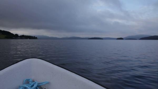 Med båt på Gaviksfjärden en mulig sommarkväll - Traveling in a small boat on a bay of the Baltic Sea.
