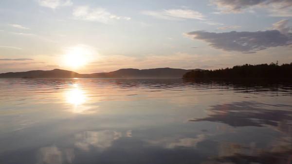 Med båten på Gaviksfjärden i sommaren -  Travelling in a small boat on the smooth waters of a bay at sunset