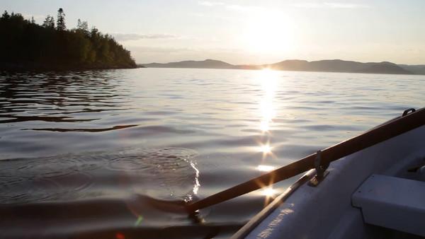 Med båten på Gaviksfjärden i sommaren -  Rowing a boat on a fjord of the Baltic Sea in Sweden