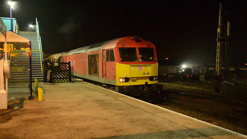18 March 2015 :: 60100 pulls away from Barnetby with train 6V98, loaded oil from Lindsey to Westerleigh