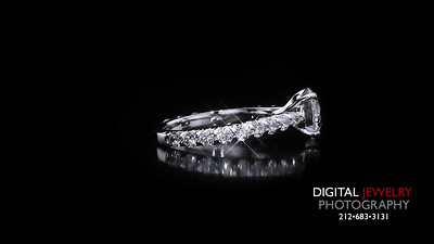 Round Diamond Ring with Melee Stones 02