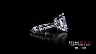 Cushion Cut Melee Diamond Ring 03