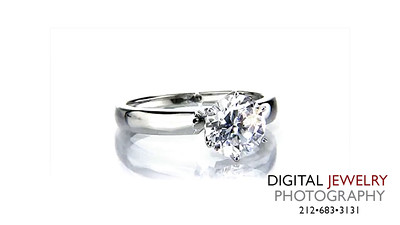 Round DIamond Solitiare Ring on White 05_1
