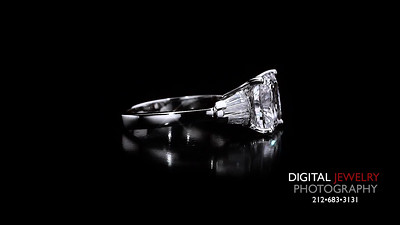 Cushion Cut Diamond Ring with baguettes 03