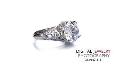 Round Diamond Vintate Ring On White_1