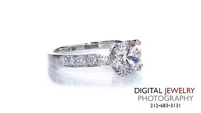Round Diamond Melee Ring On White 03_1