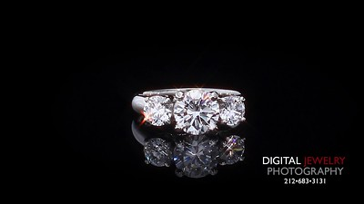 3 Stone Round Diamond Ring 04