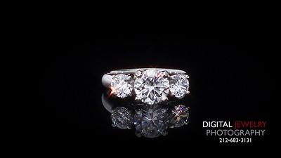 3 Stone Round Diamond Ring 04