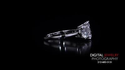 3 Stone Diamond Oval Ring 03