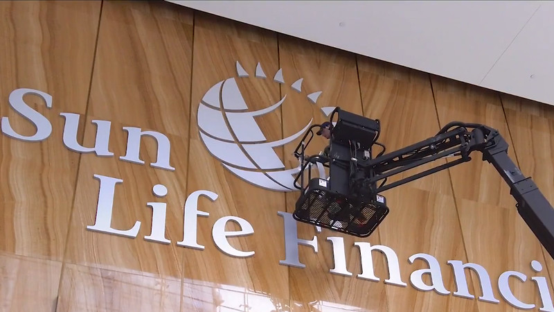 Sun Life Financial Sign Installation At One York (VIDEO 2:27)