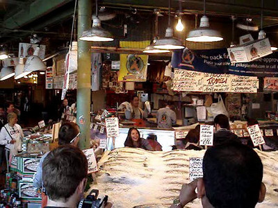 Pike Place Market - Fish Throwin' - 4/29/07